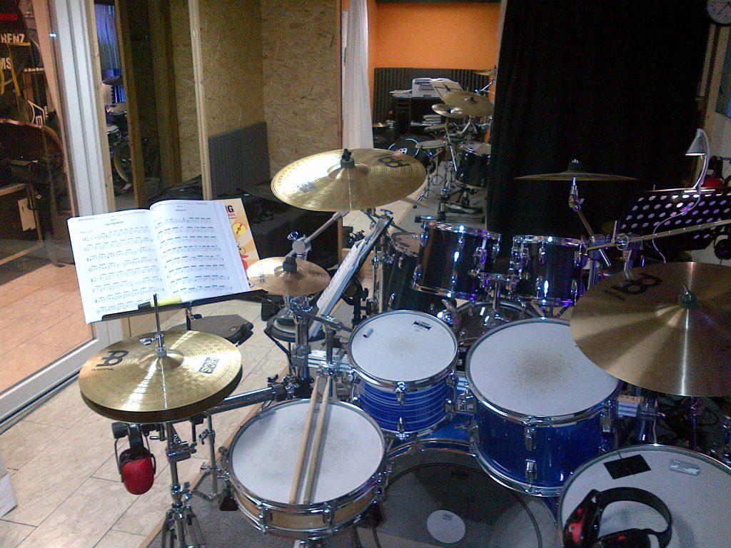 Als Schlagzeuglehrer in Ansbach gibt Philipp Renz die Freude am Trommeln an Kinder, Erwachsene und Jugendliche weiter.